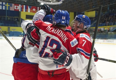Czechs win wild one, 7-4