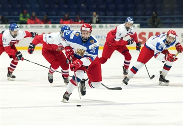 Russians edge Czechs in OT