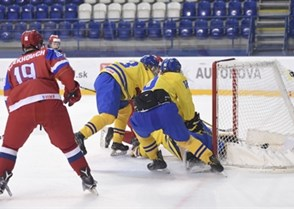 POPRAD, SLOVAKIA - APRIL 23: Russia's Kirill Ustimenko #1 looks on as Danila Galeniuk #3 (not shown) scores against Sweden during bronze medal game action at the 2017 IIHF Ice Hockey U18 World Championship. (Photo by Andrea Cardin/HHOF-IIHF Images)