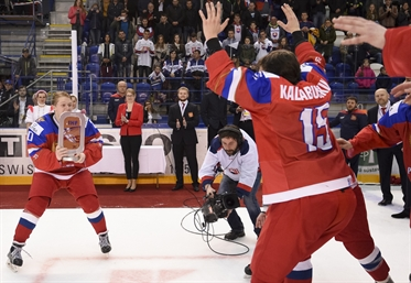 Russians take bronze, 3-0